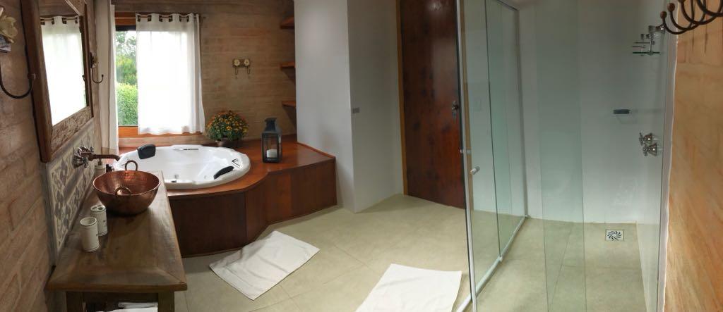 http://fontedashortensias.com.br/wp-content/uploads/banheiro-ouvindo-estrelas.jpg